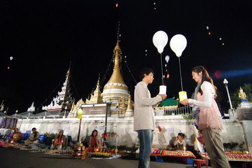 loy kra thong sawan, loy krathong, Wat Pra Thart Doi Gong Mu